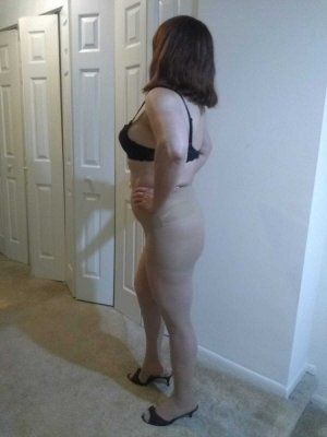 Javotte escort girl in Grosse Pointe Park